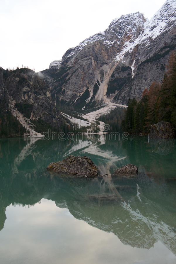 Braies lake arkivfoton