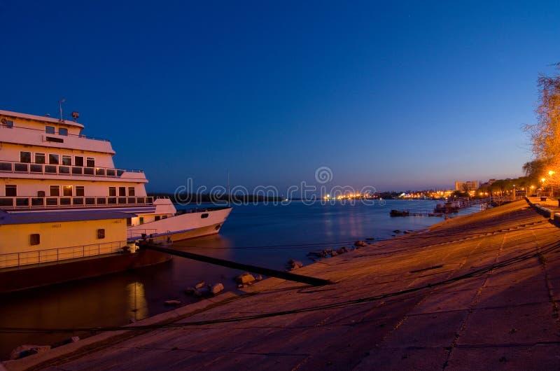 Braila ed il Danubio di notte immagini stock libere da diritti