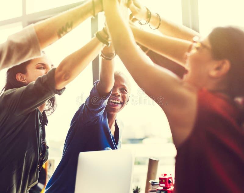 Brainstorming-Arbeitsarbeitsplatz-Konzept der afrikanischen Abstammung stockfotos