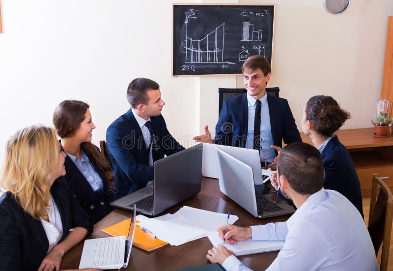 Brainstorming fachowa biznes drużyna zdjęcie stock