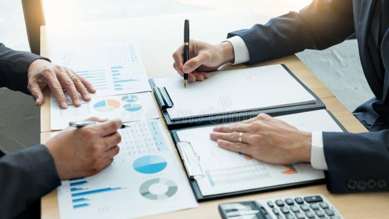 Brainstorming Grupowego Pracującego pojęcie Ludzie Biznesu lub Początkowy pracy zespołowej Coworker dyskutuje z praca planu pomys zdjęcia stock