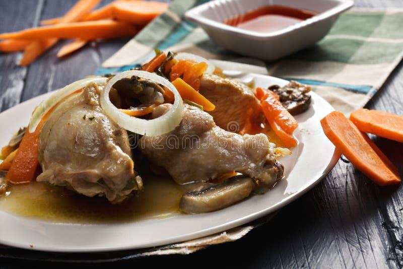 Braised крупный план femme bonne цыпленка стоковые фотографии rf