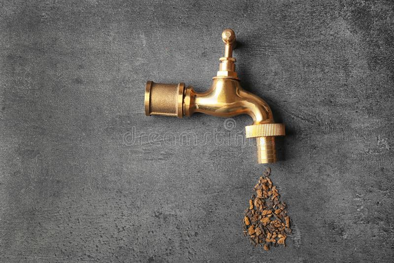 Braka wody pojęcie Klepnięcie z rdzą fotografia stock