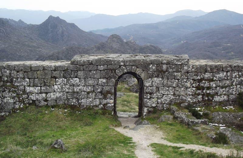 Bram ruiny Grodowy Castro Laboreiro w północy Portugalia zdjęcia royalty free