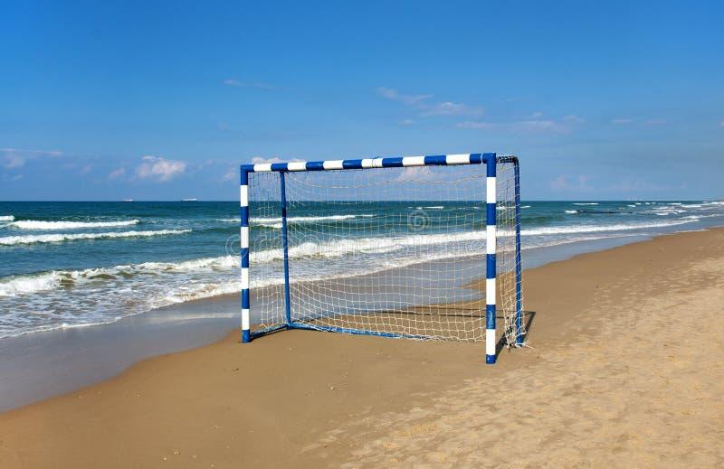 Brama dla plażowej piłki nożnej na tle morze zdjęcia royalty free
