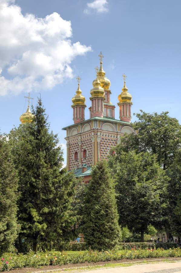 Brama kościół St John Baptystyczny Świętej trójcy St Sergius Lavra zdjęcie stock