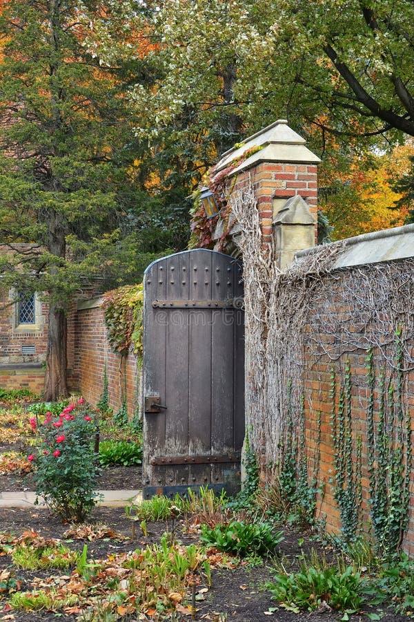 Brama Otwierająca jako Powitalny gest obraz royalty free