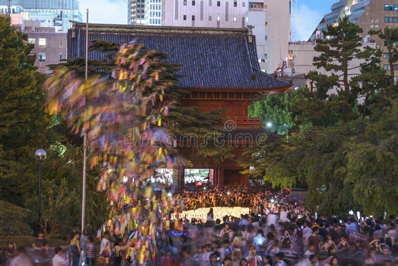 Brama Sozoji świątynia blisko Tokio wierza podczas cel obraz royalty free