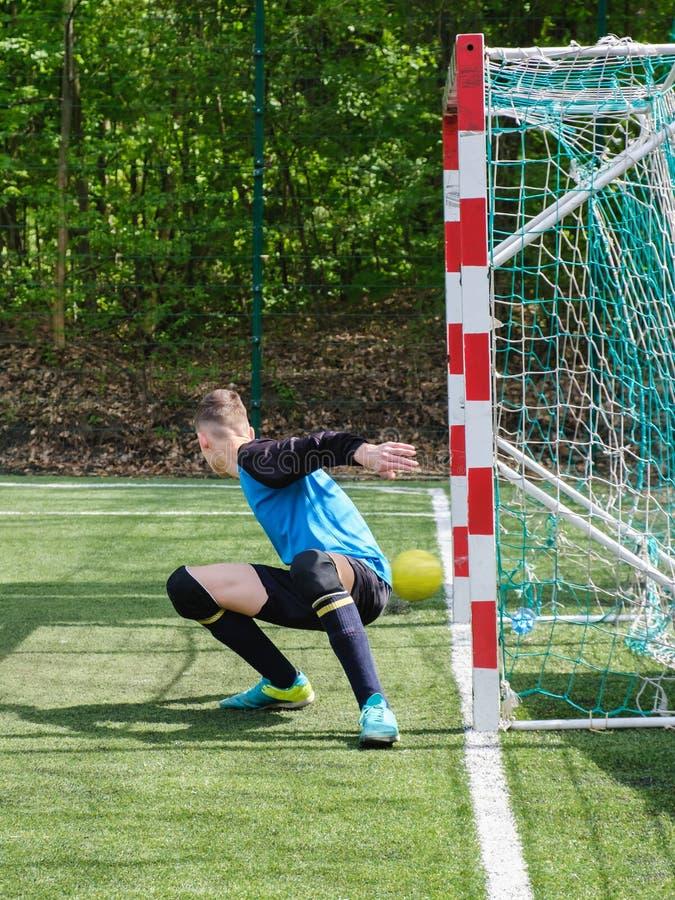 Bramkarz piłki nożnej celu futbolowa piłka sport obraz royalty free