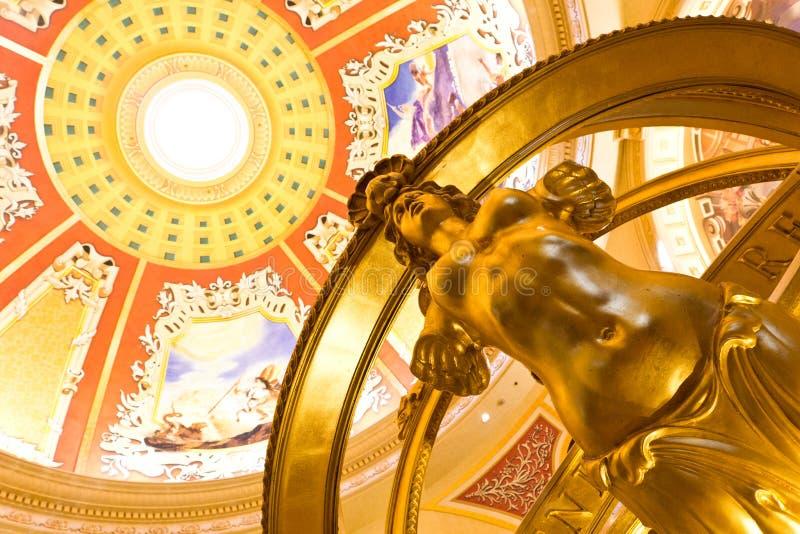 Bramkowa rzeźba z pięknymi sztukami zdjęcia royalty free