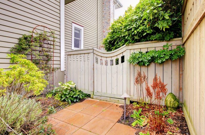 Bramy i ogrodzenie podwórko fotografia royalty free