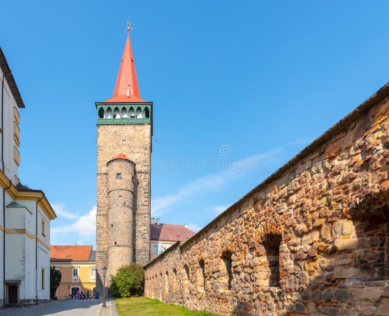 Brana de la puerta, o de Valdicka de Valdice, y fortalecimiento histórico de la ciudad en Jicin, República Checa fotografía de archivo libre de regalías