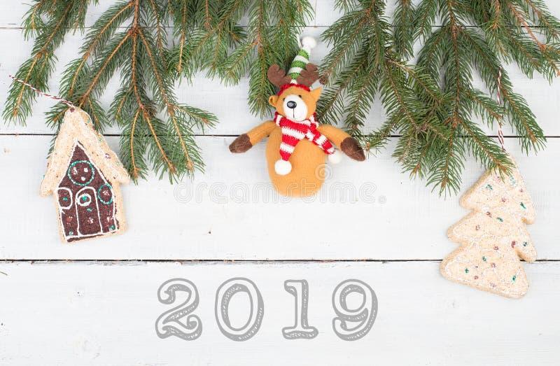 Branches de sapin de Noël, maison de pain d'épice, arbre de Noël, ours de nounours et texte photos stock