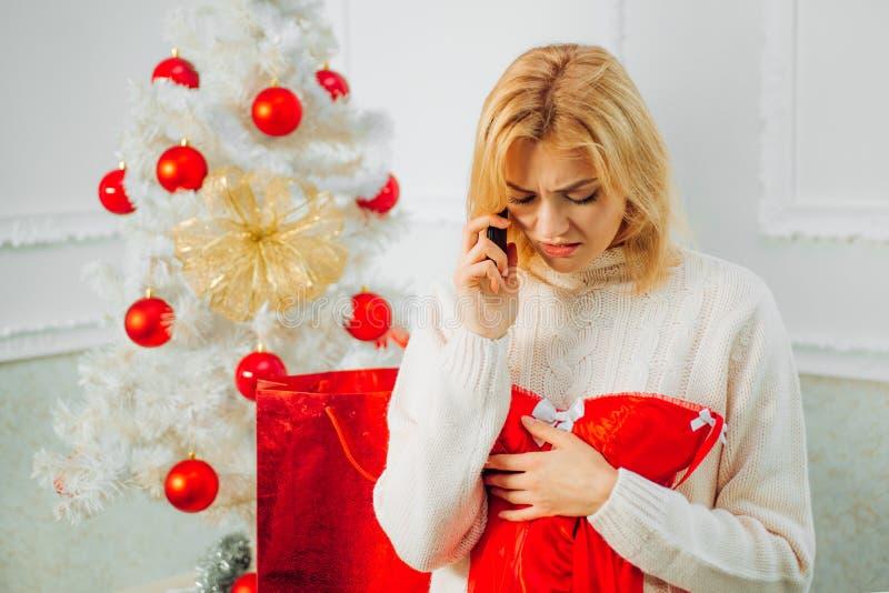 Branco da árvore de Natal Ano novo feliz, Feliz Natal Decoração do Natal Presente do ano novo fotos de stock royalty free