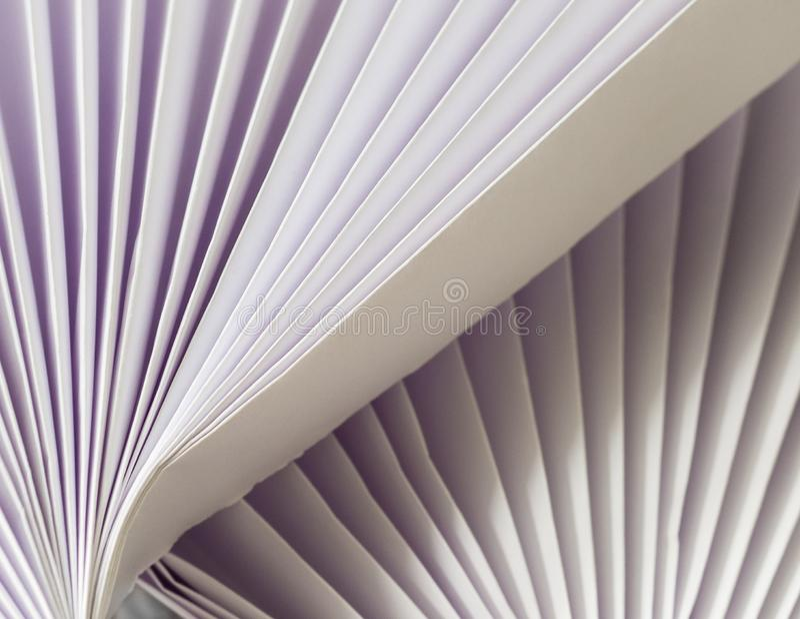 Branco na diagonal dobrada branca imagens de stock