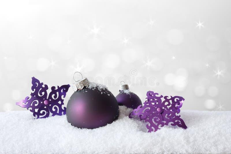 Branco roxo da neve da decoração do Natal foto de stock royalty free