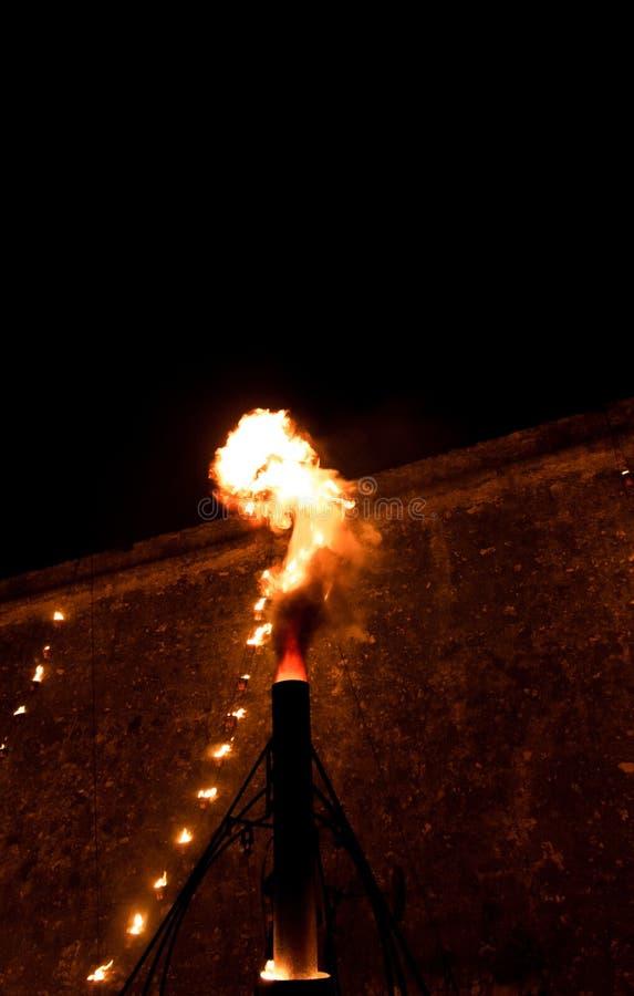 Brand in de nacht, grote vlam royalty-vrije stock foto