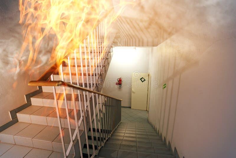 Brand in de trap in het bureau royalty-vrije stock afbeelding