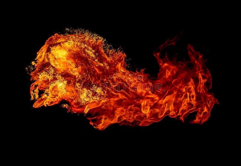 Brand die op zwarte achtergrond wordt geïsoleerdv stock afbeelding