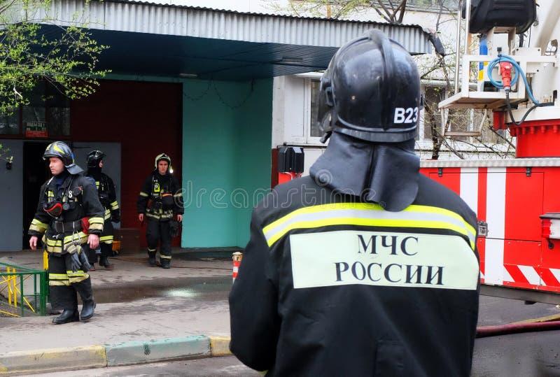 brand in een flatgebouw royalty-vrije stock fotografie