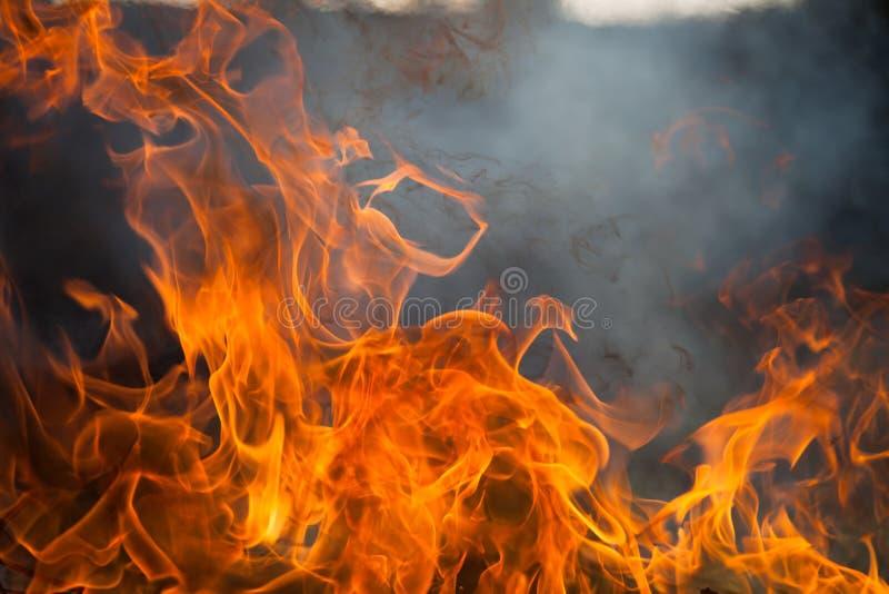 Brand en rook royalty-vrije stock afbeeldingen
