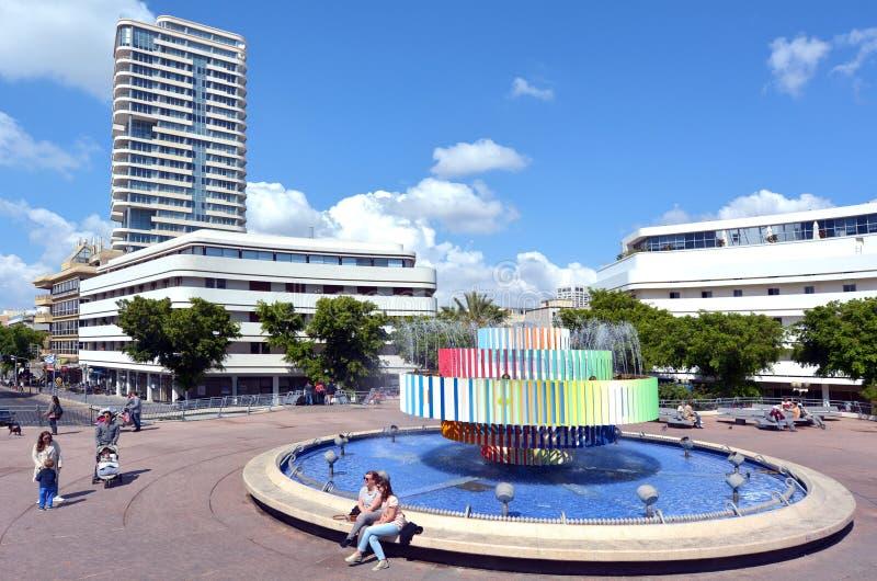 Brand en Waterfontein in Tel Aviv - Israël stock foto