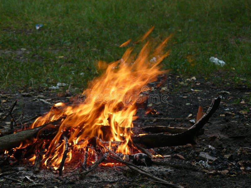 Brand flamma, gnistor arkivfoton