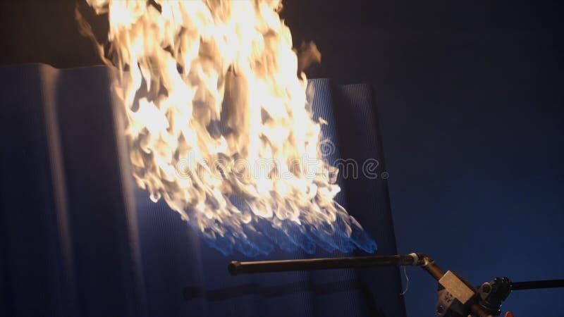 In brand gestoken tegels Professioneel vuren van keramische tegels om dak-waarborg van speciale sterkte en duurzaamheid van dak t stock fotografie
