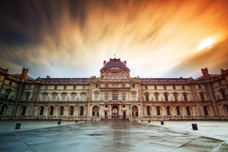 Brand i himlen på Louvre arkivfoto