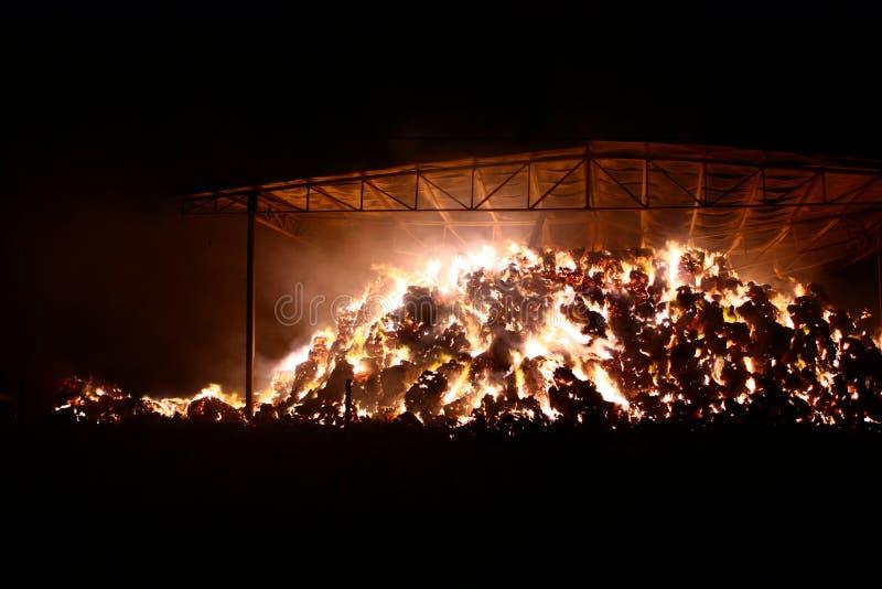 Brand i ladugården arkivfoto