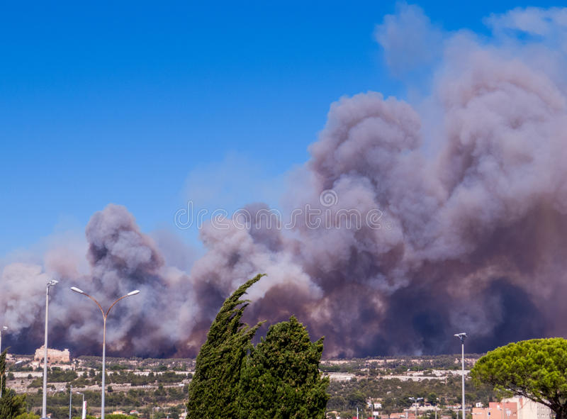 Brand i Vitrolles, Augusti 10, 2016 royaltyfria foton