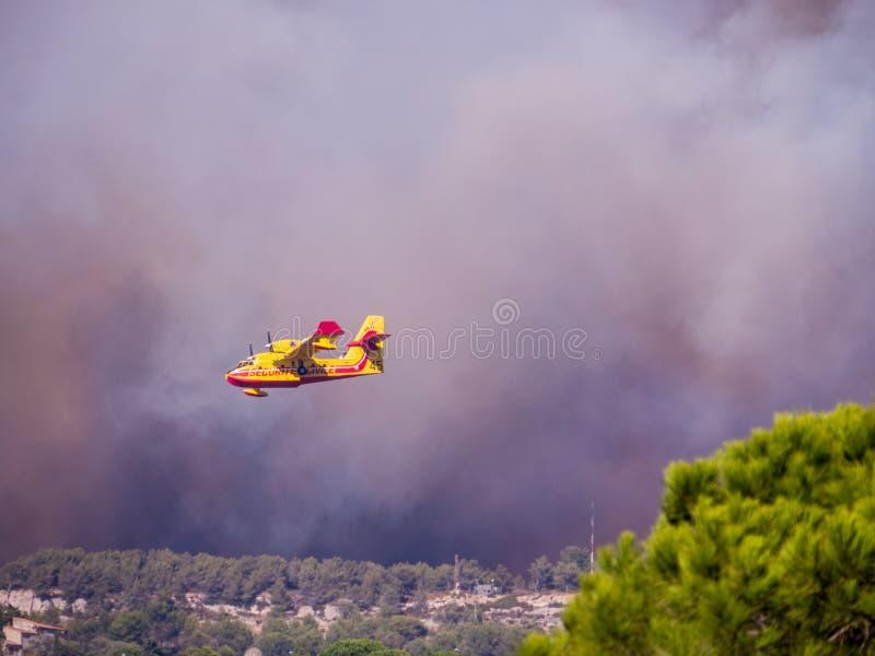 Brand i Vitrolles, Augusti 10, 2016 arkivfoton