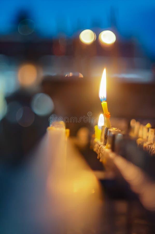 Brand, kaarslicht stock fotografie