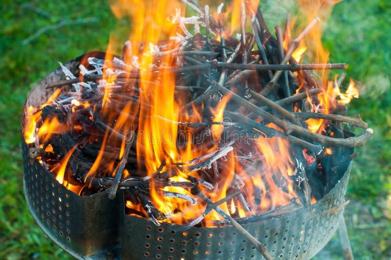 Brand med glöd för grillfesten arkivfoto