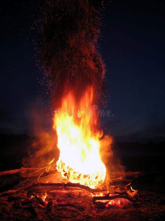 Brand met vonken stock fotografie