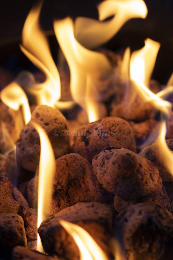 Brand och kol stänger sig upp royaltyfri foto