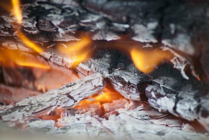 Brand och kol stänger sig upp arkivbild
