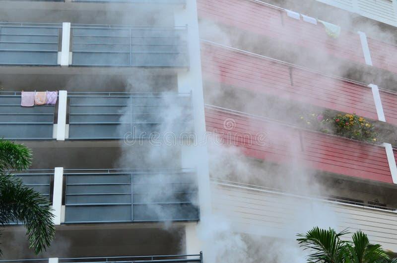 Brand och rök arkivfoto