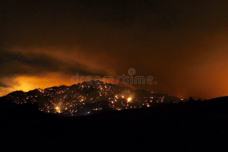 Brand op de berg stock fotografie