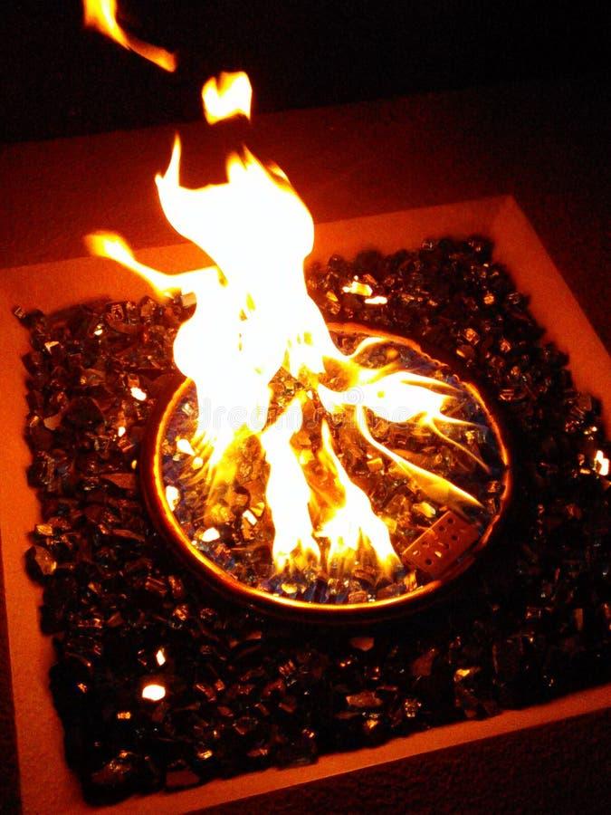 Brand op de rotsen royalty-vrije stock afbeeldingen