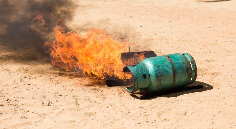 Brand wanneer omgekeerde gashouder royalty-vrije stock afbeelding