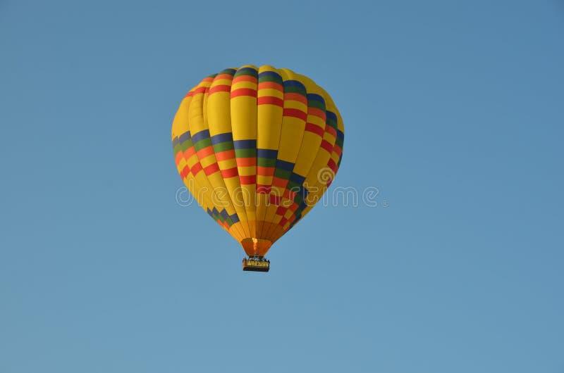 Brandballons die stijging uitgaan stock afbeelding