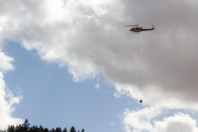 Brandbekämpninghelikopter arkivbild