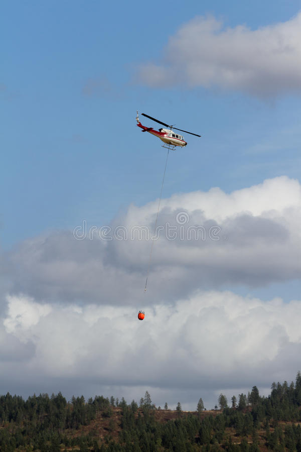 Brandbekämpninghelikopter royaltyfri fotografi