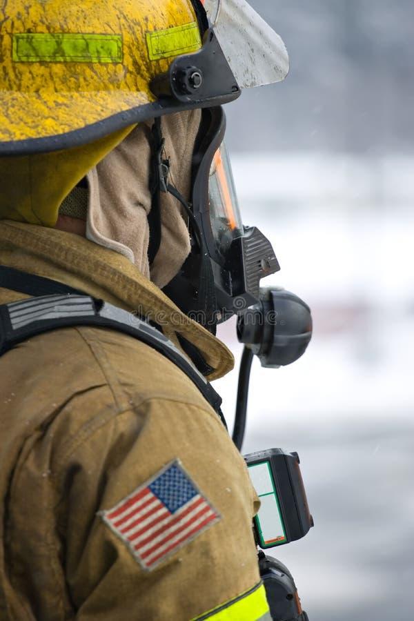Brandbestrijder die gereed staat