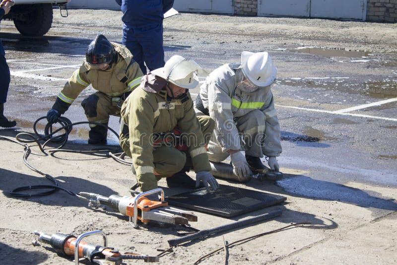 Brandbestrijders op het werk royalty-vrije stock foto