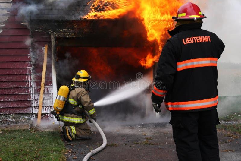 Brandbestrijders op plicht stock afbeelding