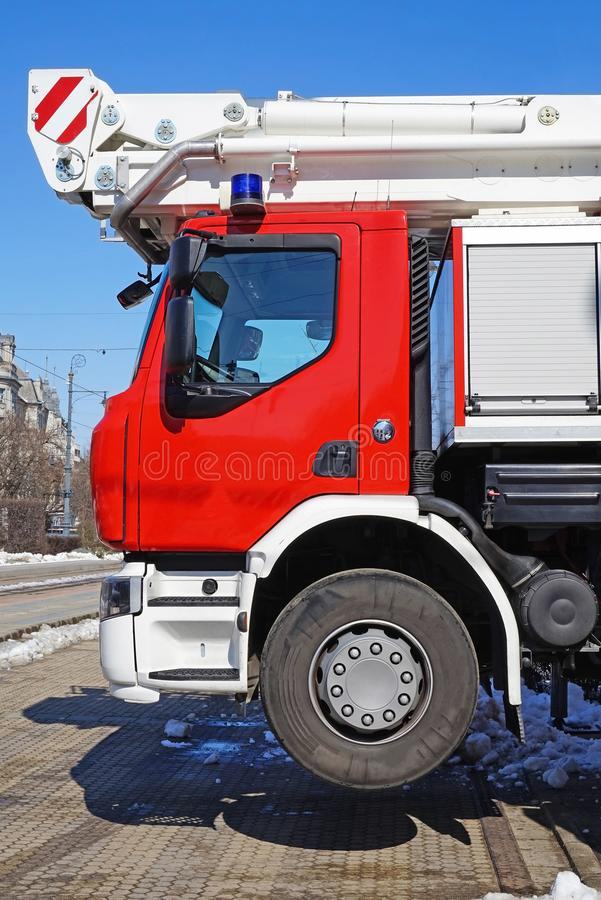 Brandbestrijdersvrachtwagen op de straat royalty-vrije stock afbeeldingen