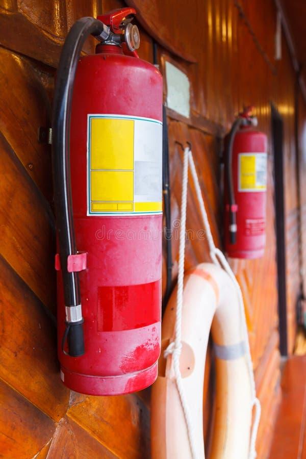 Brandblusapparaat, brandbeveiligingapparaat in noodsituatiesituatie wordt gebruikt met hand - gehouden cilindrisch drukvat die ag royalty-vrije stock afbeeldingen