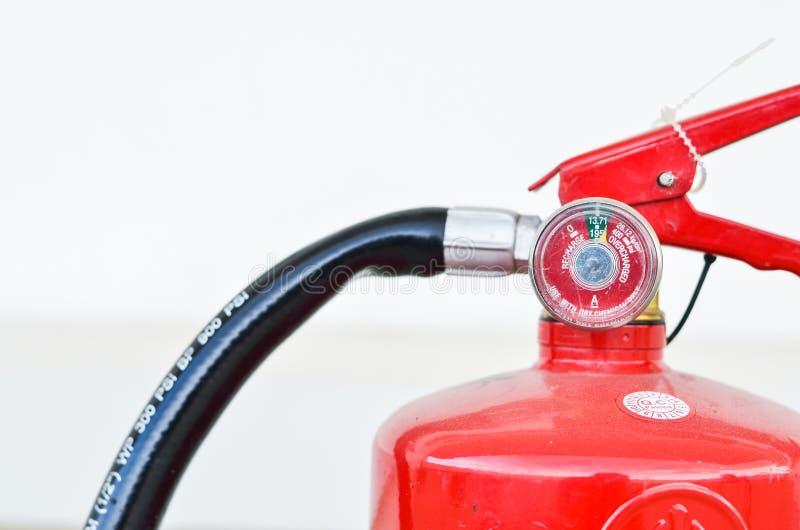 Brandblusapparaat op witte achtergronden stock foto